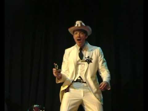 Martin Koeman als Der Deutsche Cowboy en De Dansende Japanner