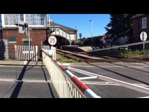 Beverley Station Level Crossing (06.08.2016)