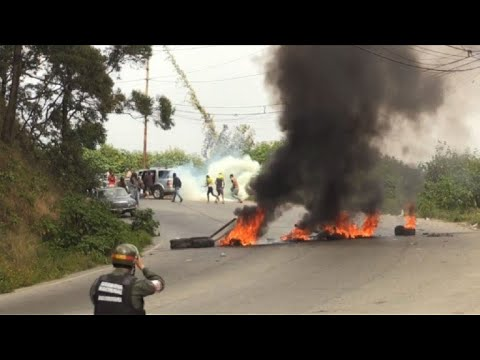 Fugitive chopper pilot supporters and police clash in Caracas