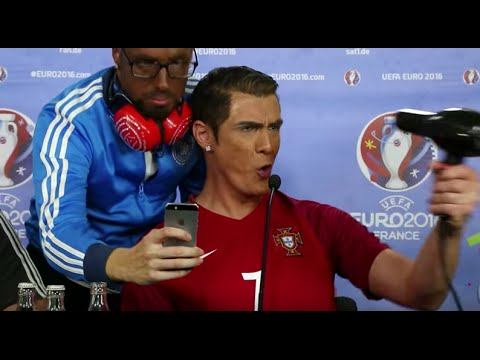 Cristiano Ronaldo GALA - Selfie auf Pressekonferenz mit Jerome Boateng