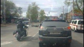 На проспекте мотоциклист врезался в