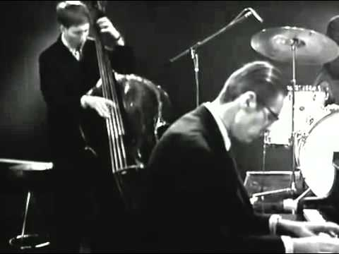 Bill Evans Trio - Waltz For Debby (LIVE)
