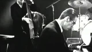 Bill Evans Trio - Waltz For Debby (LIVE)