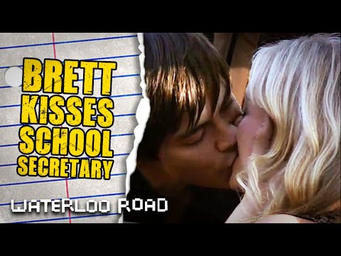 Brett Aspinall Pursues And Kisses Davina | Waterloo Road