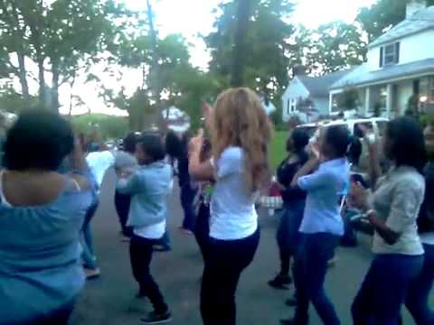 Beyonce At Jay Z Momma's House Block Party In Orange N J  Dancing In The Street! Video Bossip com