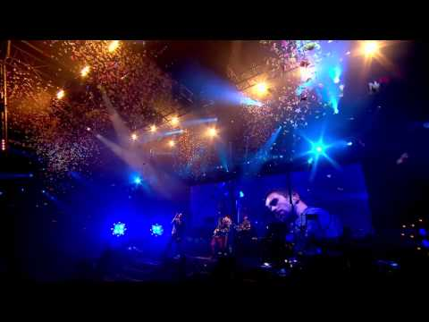 Coldplay - Yellow & In My Place - Glastonbury 2011