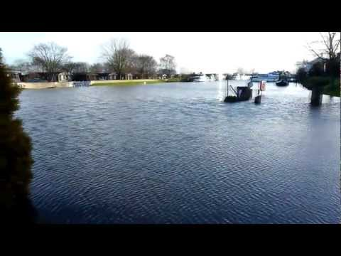 Torksey Lock & Fossdyke Flooded (Sun 23rd Dec 2012)