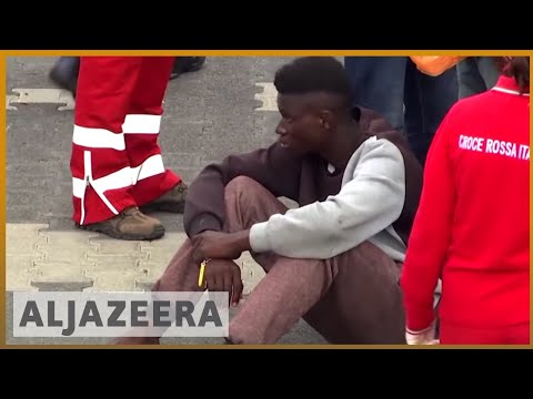 🇮🇹 Italy: More than 900 rescued refugees arrive in Sicily | Al Jazeera English
