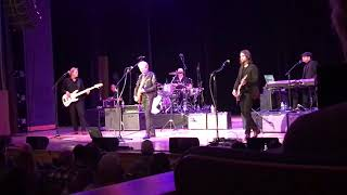 """Don Felder introduces his band, performs """"Those Shoes"""""""