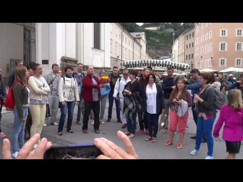 160715 SZ Folk Singers in Square in Salzburg