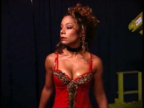 (720pHD): WCW Nitro 06/26/00 - Tygress & The Filthy Animals Backstage