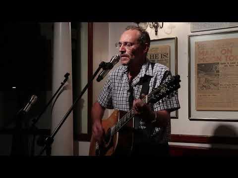 19032828-eddie-carvalho-performs-@-tjs-acoustic-music-club