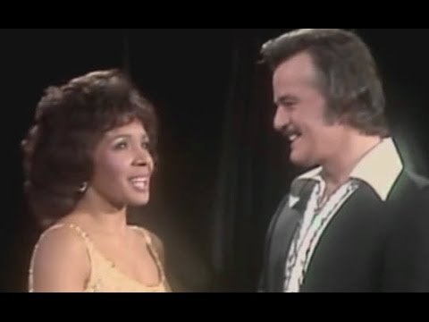 Shirley Bassey - You Don't Bring Me Flowers (Duet w/ Robert Goulet) (1982 Live)
