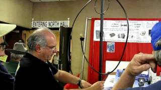 Alex, PY1AHD describes how to use the Alexloop at the W4RT booth at Hamvention 2010