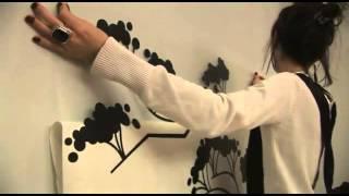 видео Как клеить наклейки на стену - декоративные виниловые наклейки