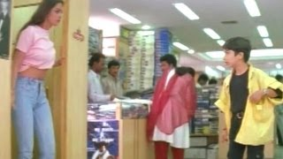 Simran Showing Her Navel To Boy In Shopping Complex - Comedy Kings - Akkineni Nagarjuna, Simran