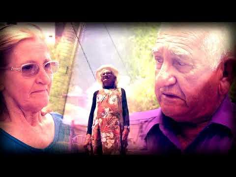 Domingo Show faz surpresa para idosa vende bala no farol