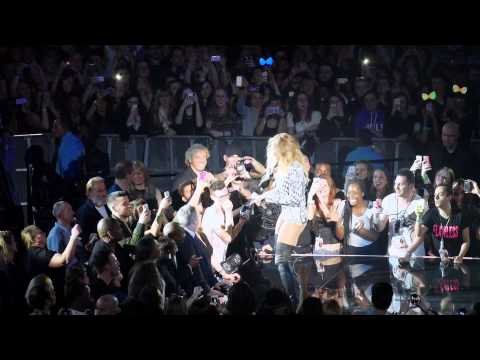 "Beyonce' ""XO"" & ""Halo"" - Live in London - Mrs Carter Show Tour - 3.4.14"