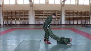 Упражнение 29. Бросок с захватом ног и удушение (НФП-2009)