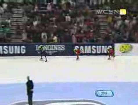 Radanova avoids collision, wins 500 meter gold
