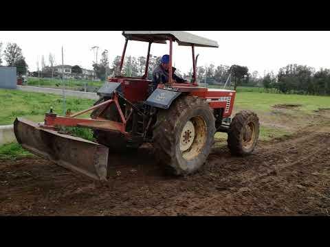 Fiat 70 66 DT  in livellamento terra
