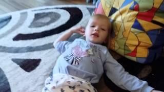 Малыш поёт песню