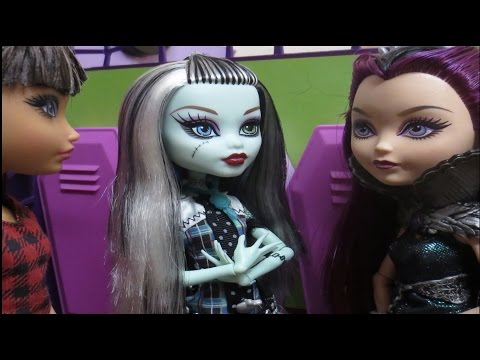 """Monster High Stop Motion Series """"Dear Agony"""" Episode One: Shattered"""