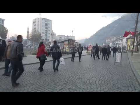 Ne Prizren krah flamurit shqiptar edhe ai turk, qytetaret te pakenaqur - 27.11.2016 - Klan Kosova