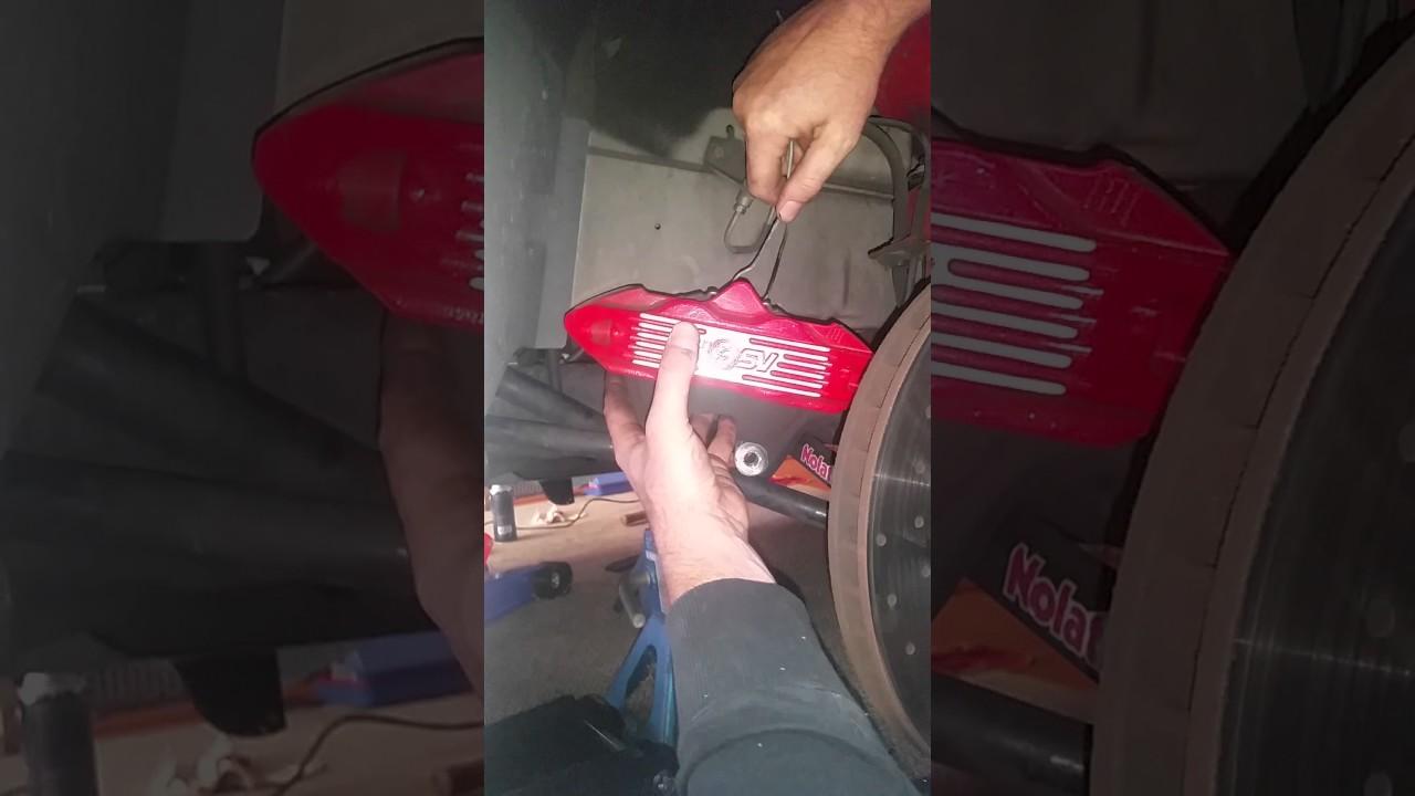 Vy Harrop brake pad and rotor removal
