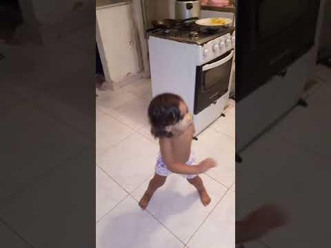 Sofia Dançando Mc Loma.