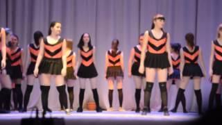 Правильные Пчёлки и Винни пух. Оренбург. Школьный детский театр. Девушки танцуют TWERK