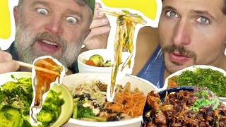 Baixar Americans Try Tasty Korean Food - Mukbang