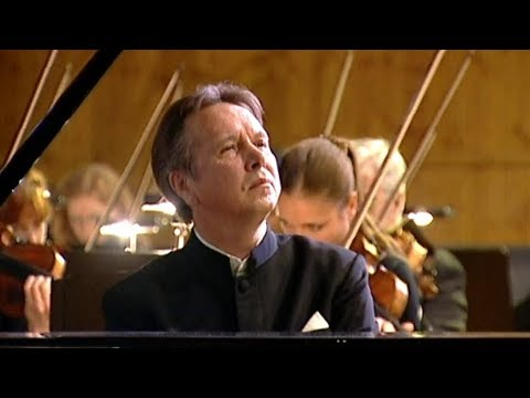 Mikhail Pletnev plays Beethoven - Piano Concerto No. 3 (live in Moscow, 2006)