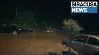 Rosolini, auto travolte da valanga di fango in un locale del paese