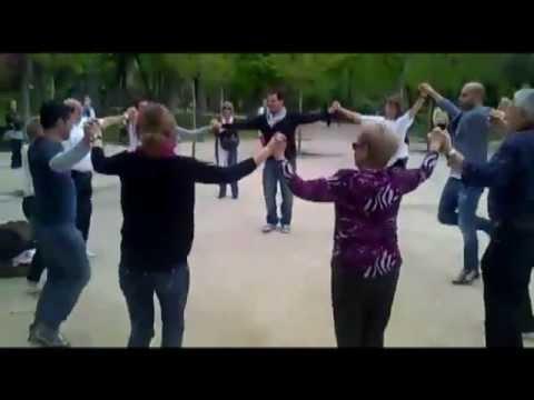 Очень сложный народный танец - повторить  невозможно