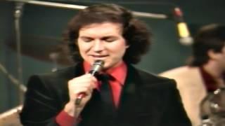 Download Camilo Sesto - HD - Vivir Asi Es Morir De Amor - Perú 1.980 MP3 song and Music Video