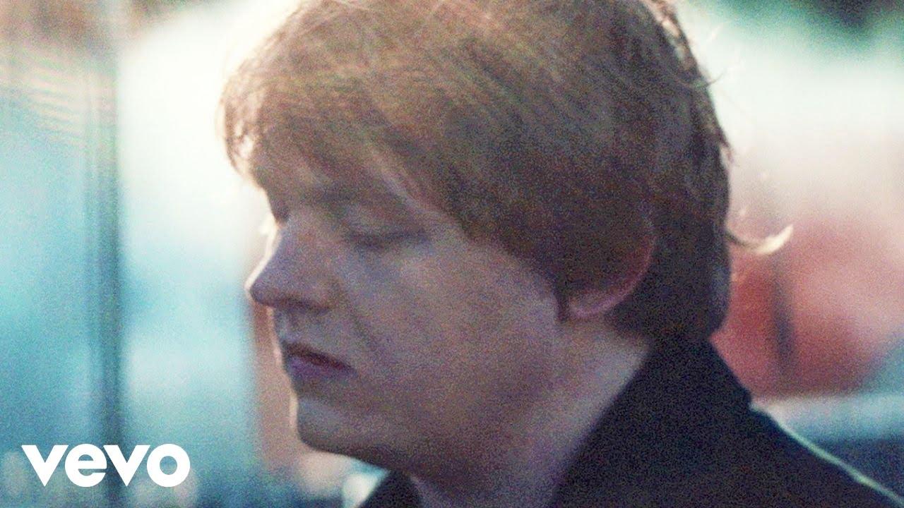 Lewis Capaldi - Bruises (Official Video)