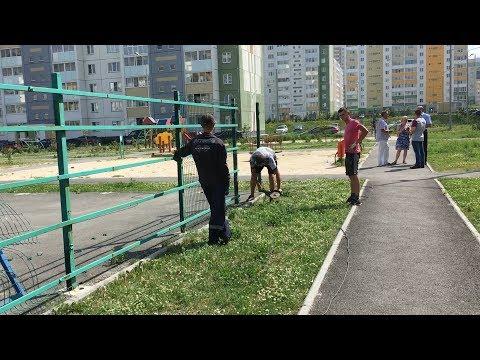 В «Парковом-2» сносят детскую площадку