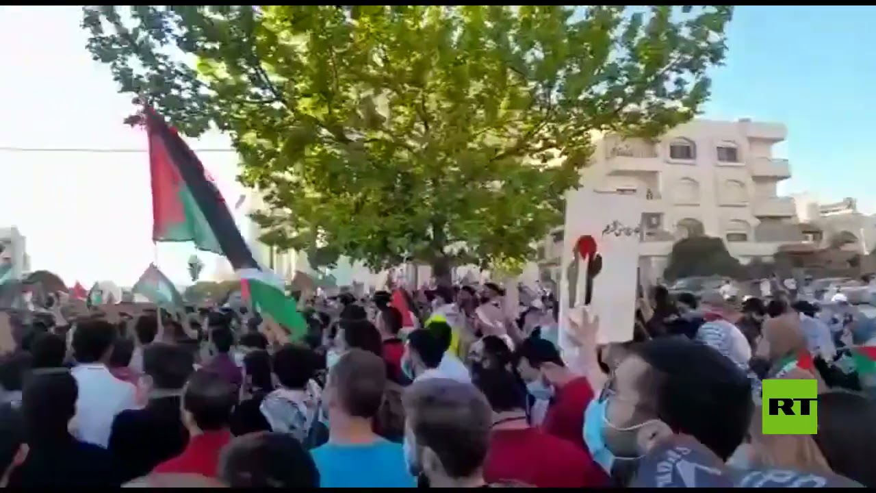 مظاهرات وحشود كبيرة أمام السفارة الإسرائيلية في عمان  - نشر قبل 3 ساعة