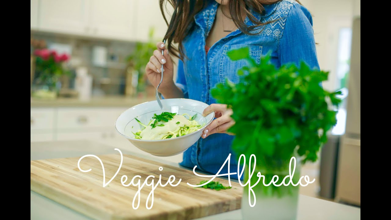 Quick & Easy Vegan Recipes with Daniella Monet // Veggie Alfredo ...