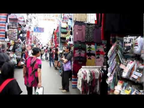 """Hong Kong """"Ladies Market"""" on Kowloon"""