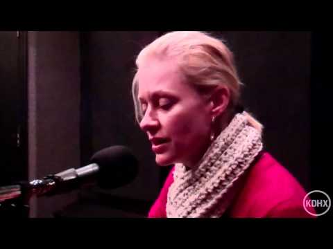 """Shelby Lynne """"The Thief"""" Live at KDHX 1/12/12"""