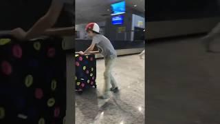 Пробег с чемоданом в аэропорту Линате Милан