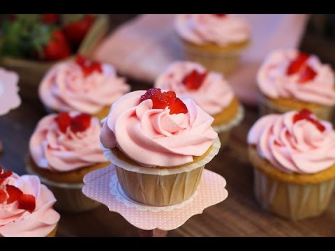 recette-de-cupcakes-aux-fraises-/-strawberry-cupcakes-/-طريقة-الكب-كيك-بالفراولة