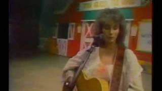 emmylou harris   to daddy singing to johnny hallyday in 1984