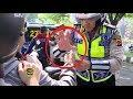 UNIK! Polisi Ini Menilang Dengan Atraksi Sulap   THE POLICE