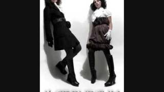 Смотреть клип песни: Marsheaux - Shake Me