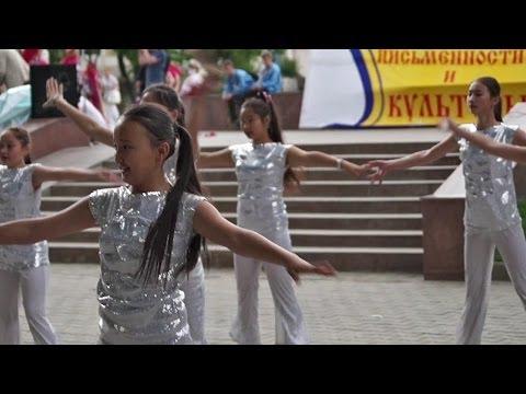 """Russian and Kazakh girls dancing """"Zorba"""", Kazakhstan"""