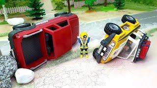 Пикап желтый автомобиль в видео - Смело вперед.