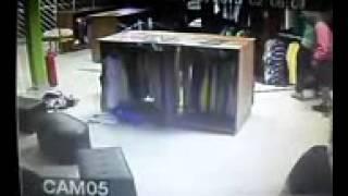 Furto qualificado(Arrombamento) loja Niihau Board Shop